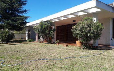 CASA PRÓXIMA A AV. MONSEÑOR P. CABRERA – 3 DORMITORIOS – 1 ESCRITORIO – PILETA – MARQUES DE SOBREMONTE – CÓRDOBA